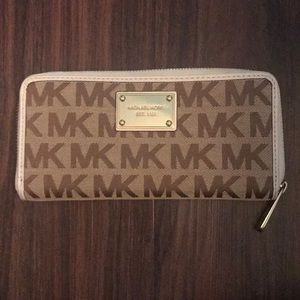 Michael Kors marching Wallet to tote